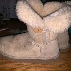 UGGS SIZE 6 BUT FITS 7
